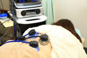 新潟整骨工房での伝吉慮機器ES-5000による治療